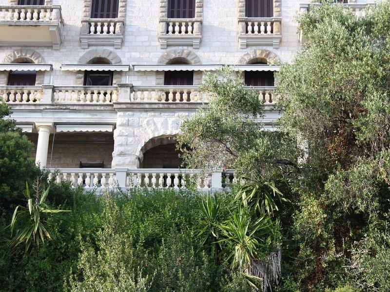 Arcomarino - appartamento in prestigiosa villa storica, holiday rental in Grimaldi