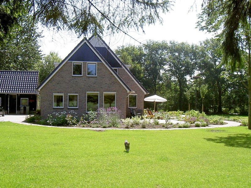 Wonderful Holiday Home in Zuidwolde with Terrace, Garden, holiday rental in Drenthe Province