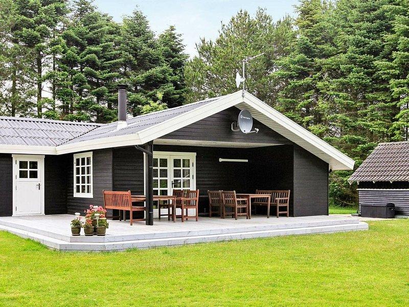 Spacious Holiday Home in Hojslev Jutland with Lawn, aluguéis de temporada em Hoejslev