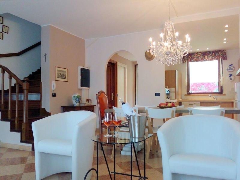 Casa vacanze Danny a Lazise, con giardino, parcheggio, Internet, idromassaggio, holiday rental in Lake Garda
