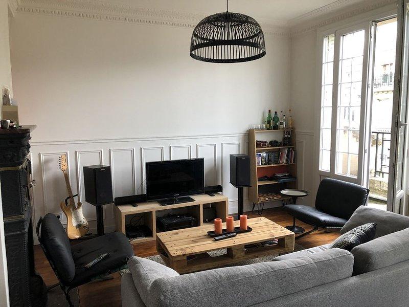 Charmant appartement Parisien en plein coeur de Montmartre, holiday rental in Saint-Ouen-sur-Seine