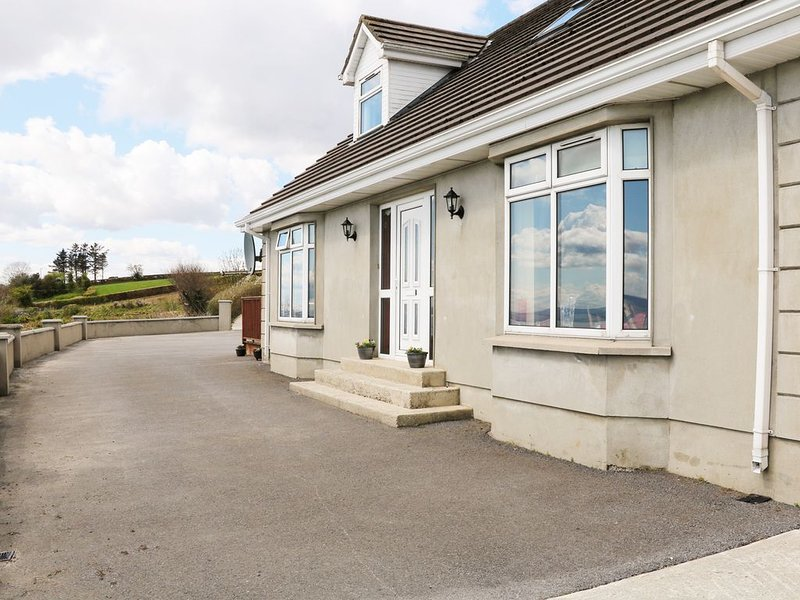 Tullyally, REDCASTLE, holiday rental in Carndonagh