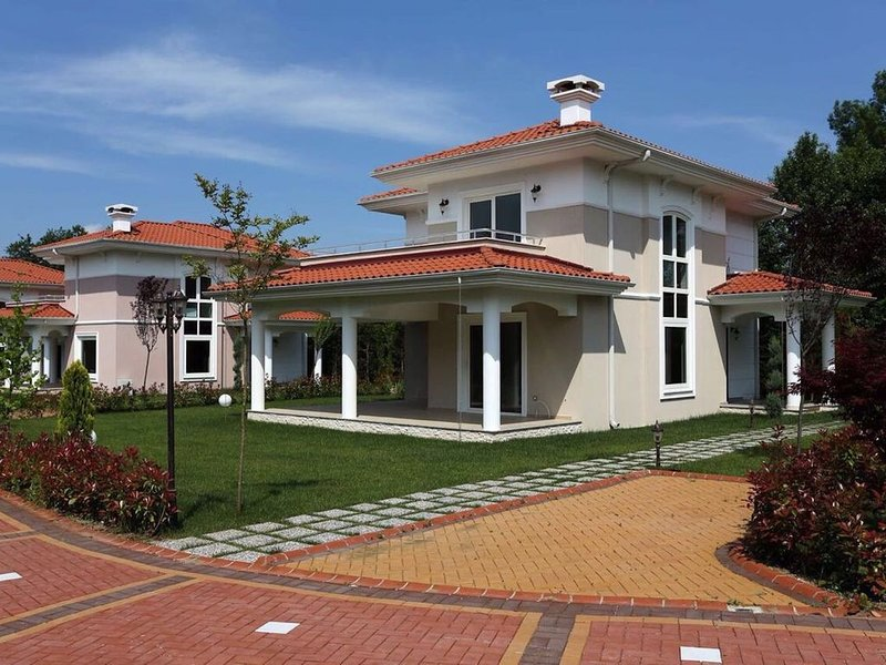 A Luxurious 4 Bedroom Holiday Villa in Sapanca, holiday rental in Izmit