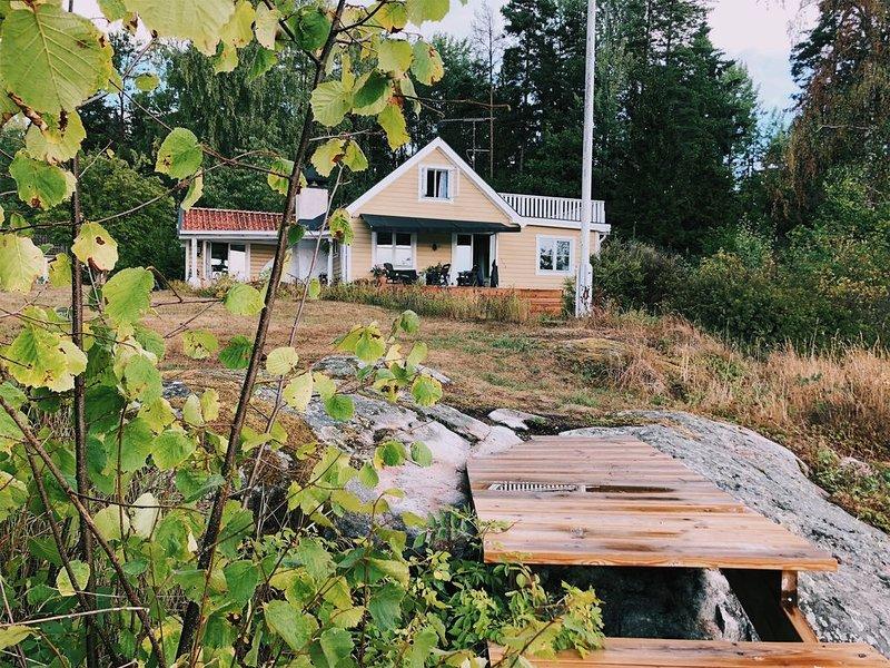 Skärgårdshus med sjötomt, holiday rental in Hogmarso