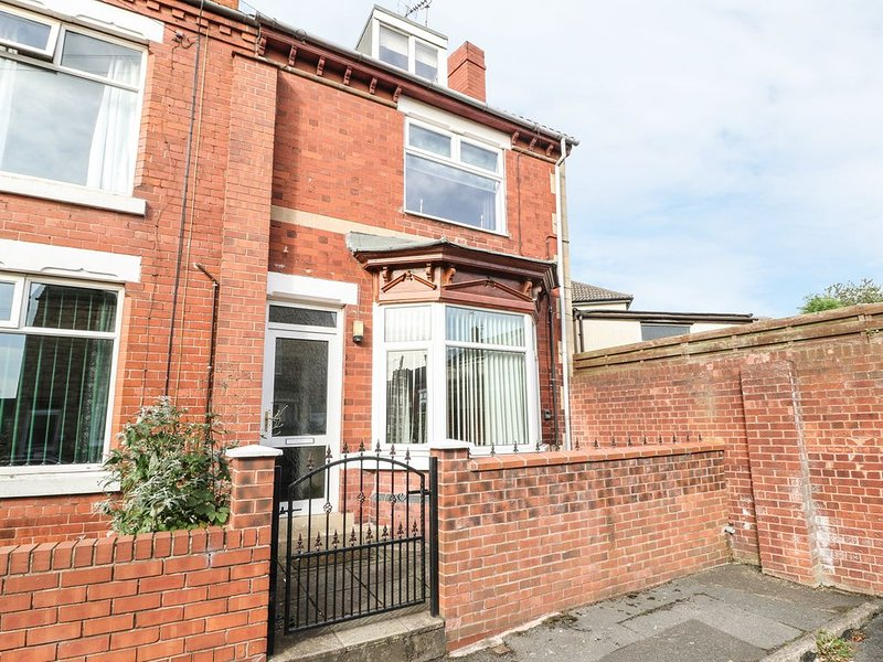 Stevenson's Place, WHITWELL, holiday rental in Clowne