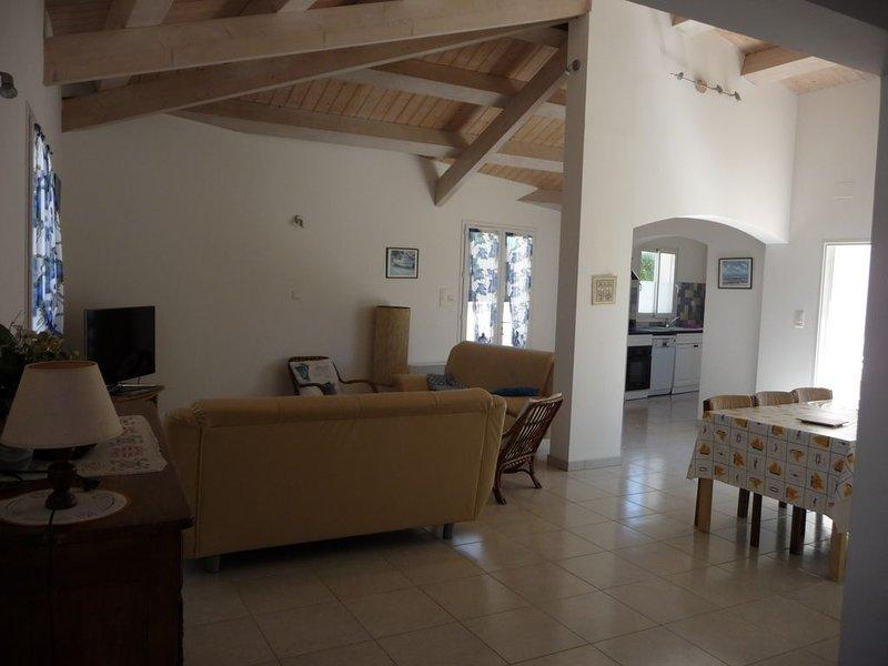 La Biroire n°2 : Grande maison 600 m de la mer avec wifi classée ***, location de vacances à Saint-Pierre-d'Oléron