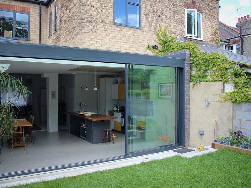 Large, modern, light, open plan designer house, casa vacanza a Waltham Forest