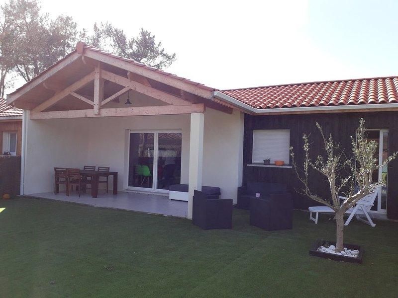 Maison 7 personnes proche du lac, piscine, idéal pour familles., location de vacances à Sanguinet