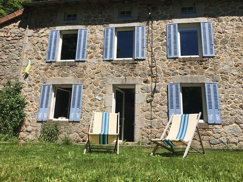Maison de vacances authentique dans un cadre naturel au calme absolu, holiday rental in Saint Bonnet des Quarts