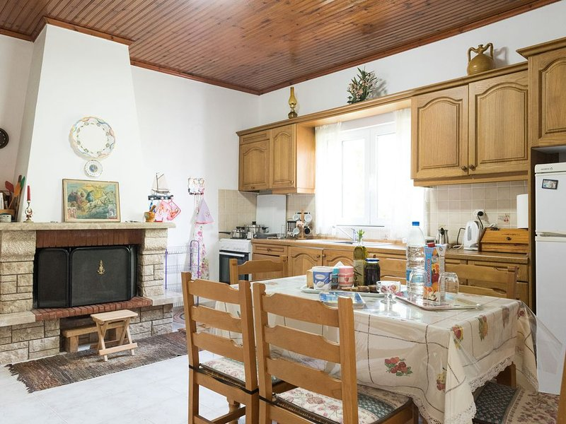 Spacious house for a great Greek summer holiday, holiday rental in Tapia