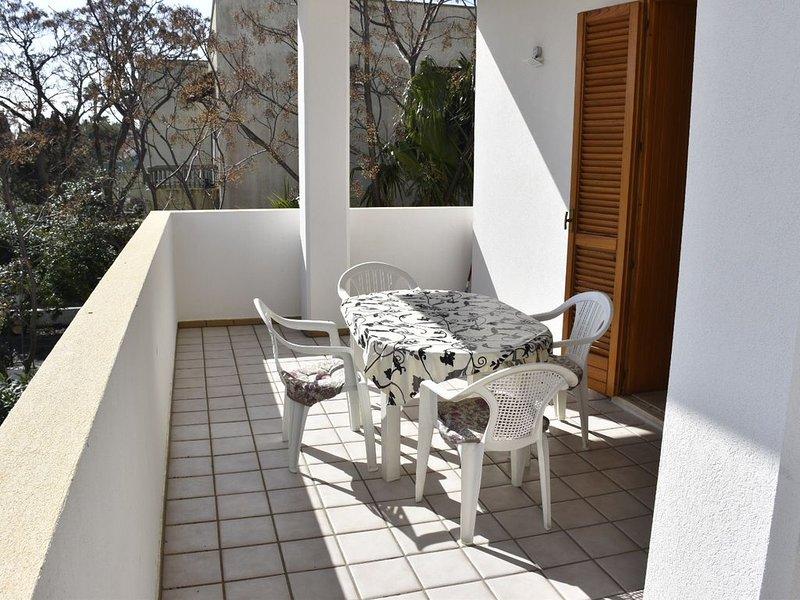 CONFORTEVOLE  APPARTAMENTO  A RIVABELLA  DI GALLIPOLI (LE), vacation rental in Rivabella