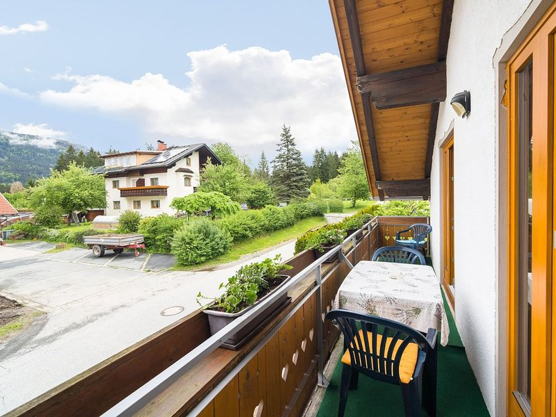 Luxury Apartment in Tröpolach with Swimming Pool, holiday rental in Jenig