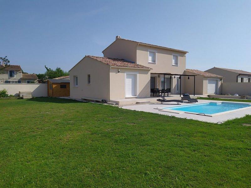 Maison récente 2018 avec piscine, à proximité des alpilles, vacation rental in Molleges