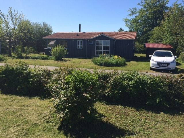 Nice cottage by the water near Stevns - DK, only 50 meters to the beach, holiday rental in Rødvig