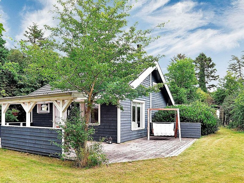 Modern Holiday Home near Nibe with Terrace, holiday rental in Gistrup