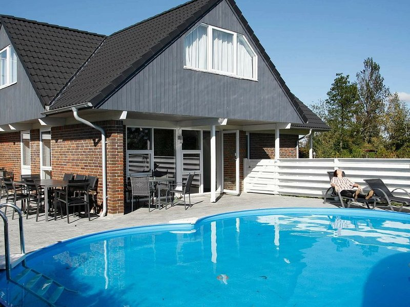Charming Holiday Home in Hojslev with Sauna, aluguéis de temporada em Hoejslev