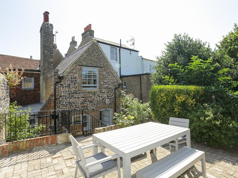Smugglers Cottage, Pegwell Bay, Ramsgate.  Free Off Street Parking., location de vacances à Minster