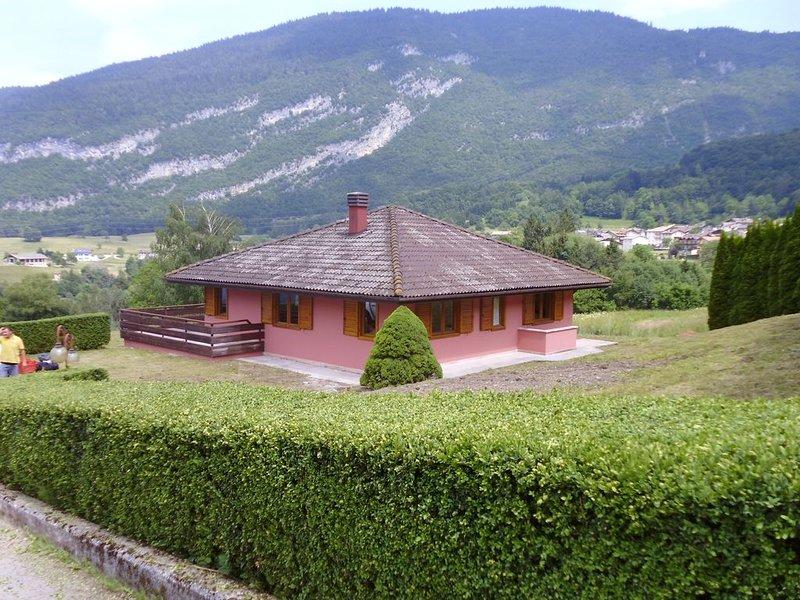La Mosa - Villa ai Prati di Cavedago, nel comprensorio del parco Adamello-Brenta, holiday rental in Mezzolombardo