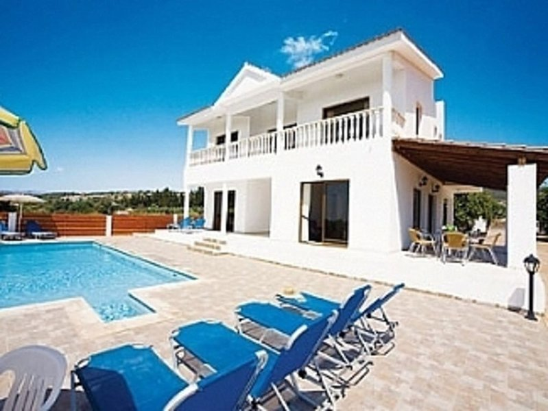VILLA LAMBRIANA-4 Bedroom Villa With Private Pool And Sea View, alquiler vacacional en Lara