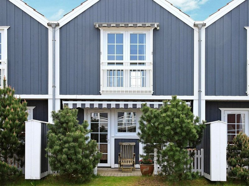 Spacious Holiday Home with Sauna at Blåvand – semesterbostad i Blaavand