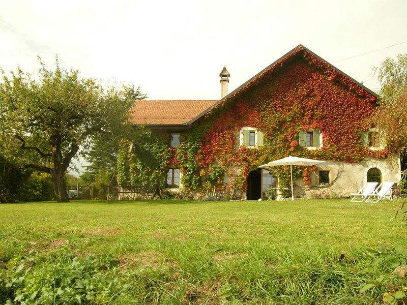 Preciosa casa del siglo XVII de 240 M2 con un maravilloso jardín de 2400 m2, vacation rental in Tolochenaz