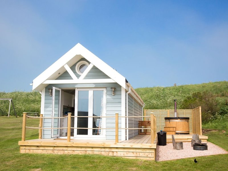 A deluxe beach hut that sleeps 4 guests  in 0 bedrooms, Ferienwohnung in Anstruther