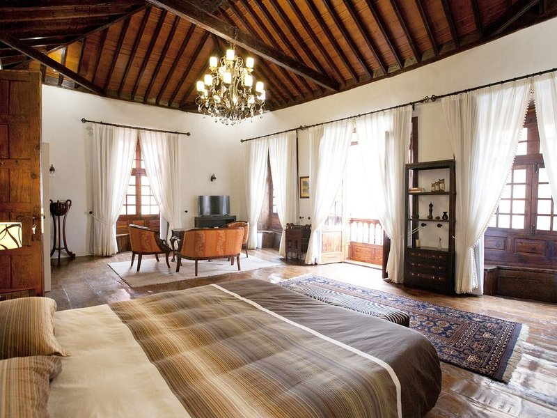 Casa Roja - Villa El Balcon - Garachico Colors, holiday rental in El Tanque