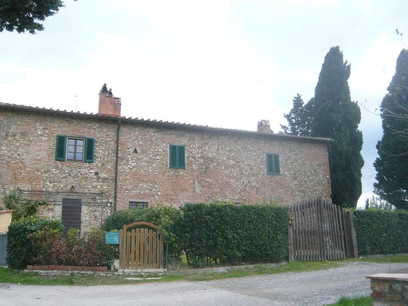 Whole house FARMHOUSE and single rooms, garden, whirlpool, pizza grill ovens, holiday rental in Gorgognano