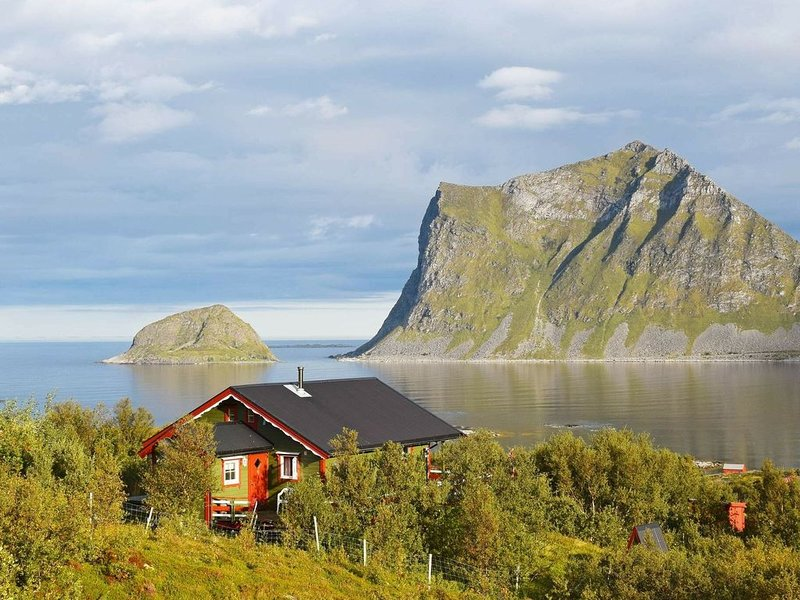 6 person holiday home in LEKNES, vacation rental in Flakstad Municipality
