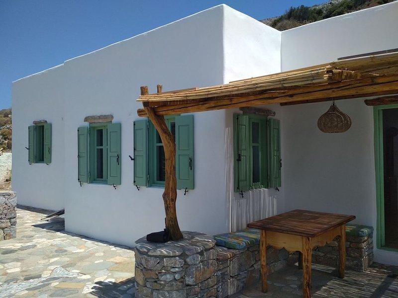 Maison Cycladique et vue de rêve sur la mer, location de vacances à Katapola