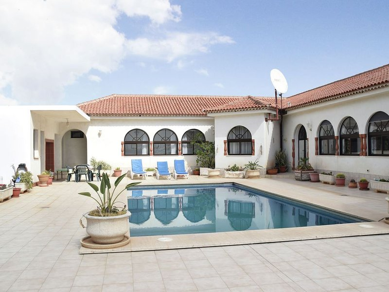 Beautiful villa in the south of Tenerife with a delightful terrace and pool, holiday rental in El Rio