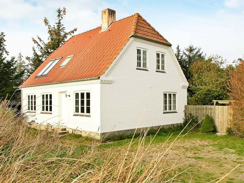 Beautiful Holiday Home in Blåvand with Indoor Whirlpool, location de vacances à Varde