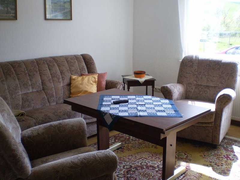Peaceful Apartment with Garden, Garden Furniture and Barbecue, holiday rental in Warin