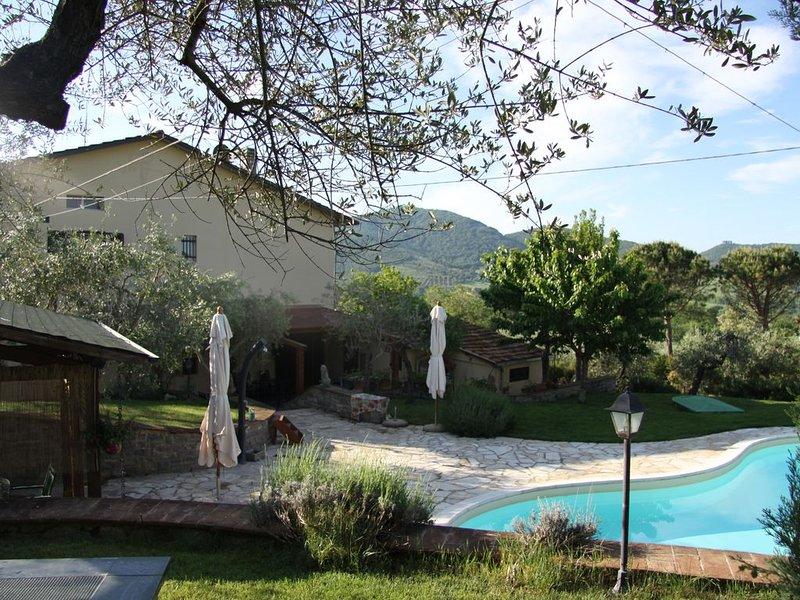 Riant vakantiehuis met prive zwembad en olijventuin,vlakbij het Lago Trasimeno, casa vacanza a Panicale