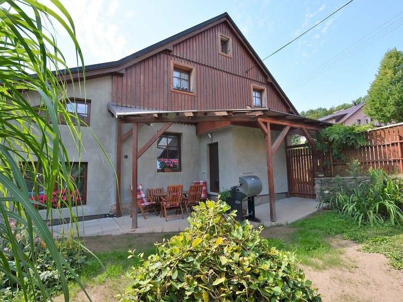 Modern Holiday Home in Cerný Dul with Private Garden, alquiler vacacional en Cerny Dul