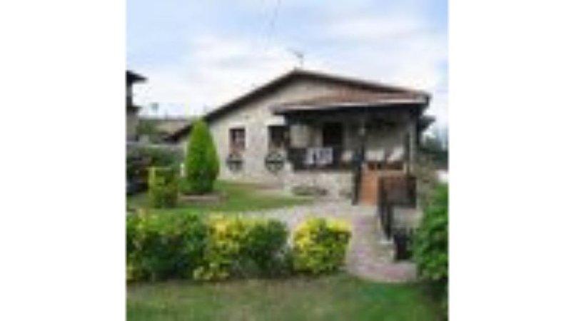 Casa 2 Las Hortensias en Pendueles, holiday rental in Alles