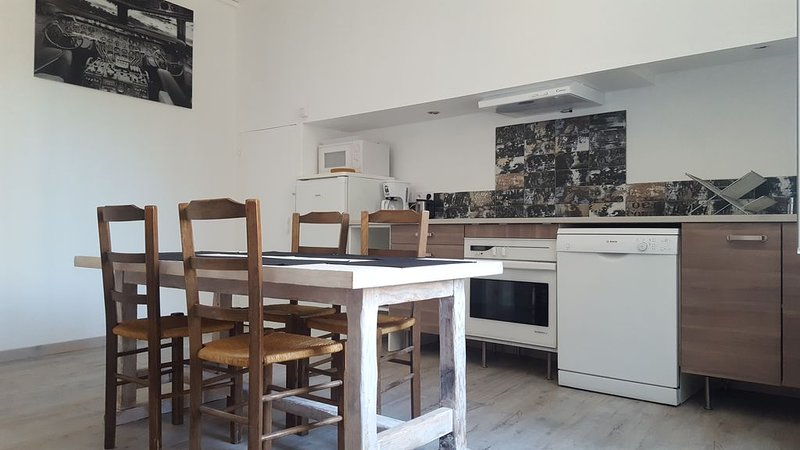 Appartement rénové 10min des plages, location de vacances à Lespignan