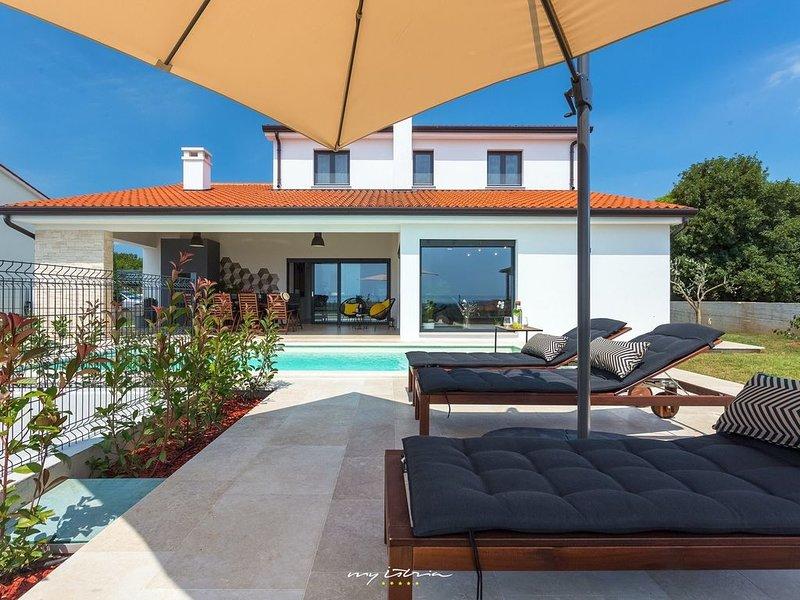 Beautiful villa with private pool near Porec, alquiler de vacaciones en Sveti Lovrec