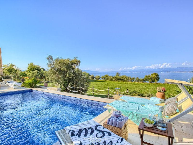 Luxurious seafront villa with pool on Island Krk, vacation rental in Malinska