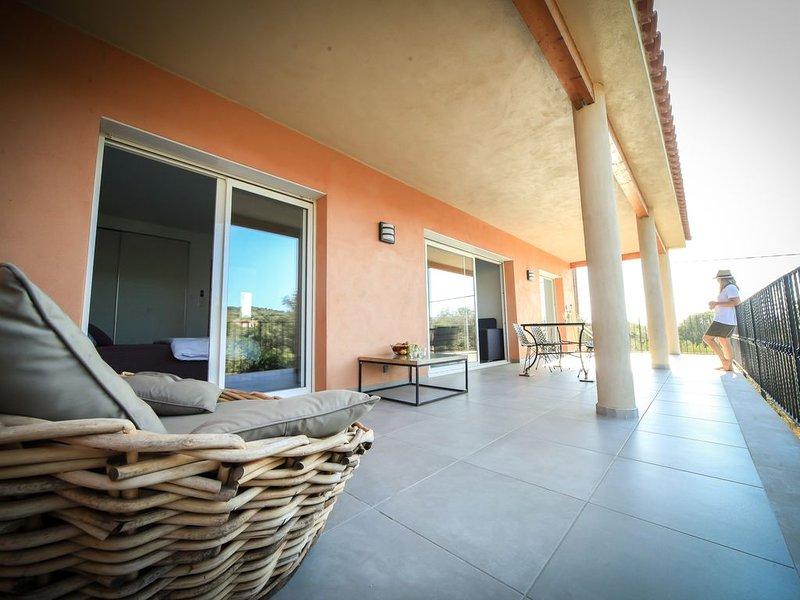 appartement  à 200 mètres de la plage  WIFI, balcons terrasses clim  parking, holiday rental in Olmeto