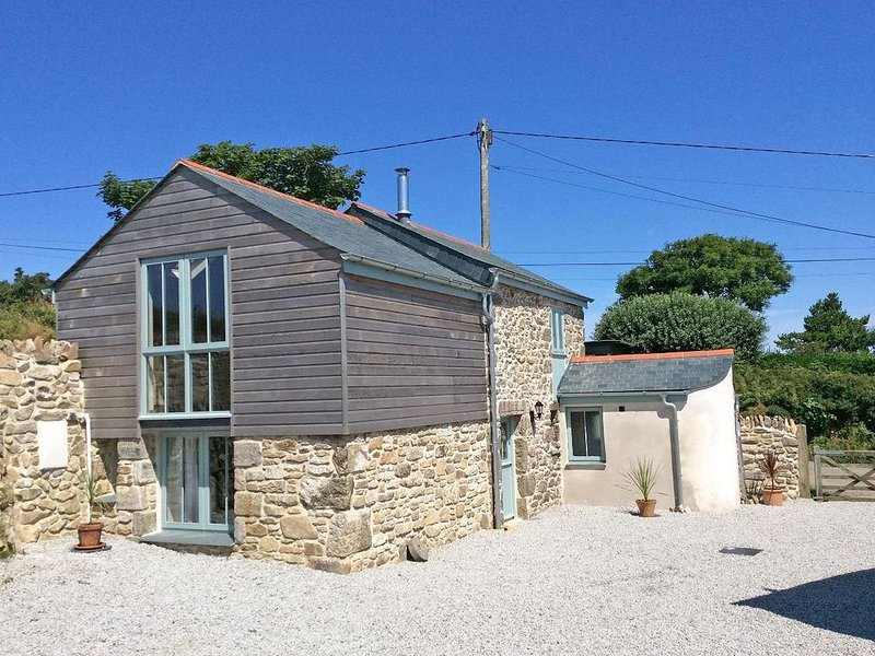 Hay Loft, CAMBORNE, vacation rental in Praze-An-Beeble