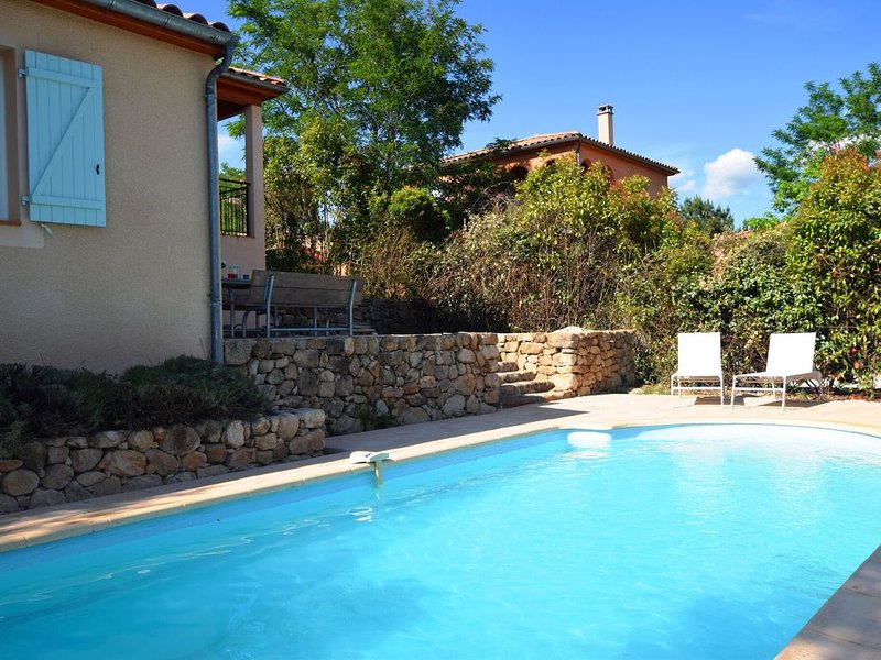 Spacious Villa in Joyeuse with Swimming Pool, location de vacances à Ardèche