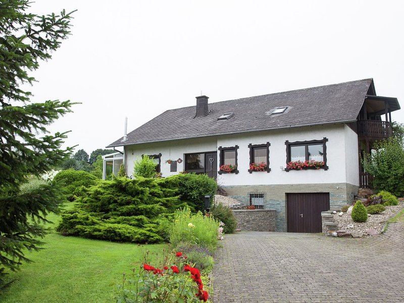Idyllically located holiday home between the Moselle and the Eifel., location de vacances à Neuerburg