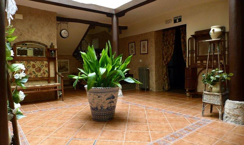 Casa rural (alquiler íntegro) El Jardín de San Bartolomé para 24 personas, holiday rental in Albalate de Zorita
