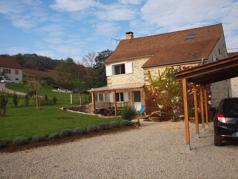 Stunning Barn Conversion in the Hautes Côtes de Beaune 2 km from Nolay, vacation rental in Chassagne-Montrachet
