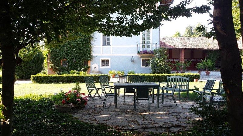 'Il Palazzo'Appartamento autonomo ,grande parco, campo da tennis,piccola piscina – semesterbostad i Savigliano
