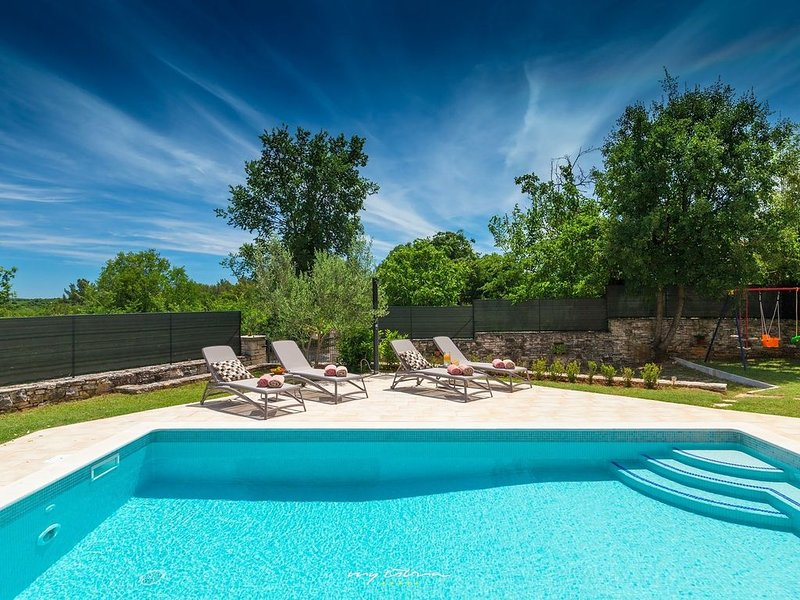 Completely restored villa with pool in Barban, holiday rental in Manjadvorci
