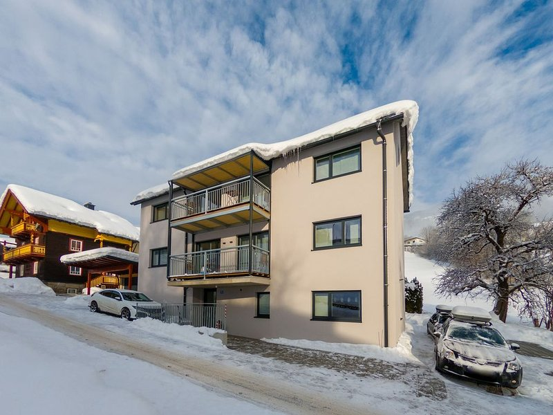 Spacious Apartment in Sankt Georgen with Balcony, holiday rental in Bruck an der Grossglocknerstrasse