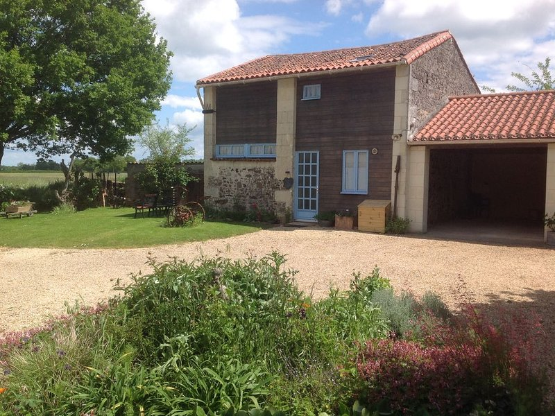 Barn conversion with swimming pool set in the Anjou region of the Loire valley, vacation rental in La Chapelle-Gaudin