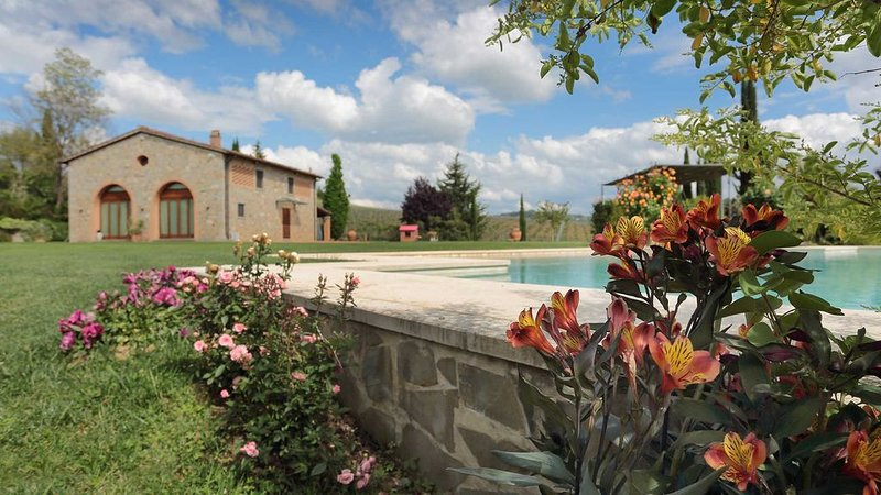 Podere Villanuova near Florence in the countryside, holiday rental in San Vincenzo A Torri